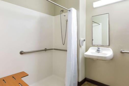 Microtel Inn & Suites by Wyndham Tuscaloosa Near University - Tuscaloosa - Phòng tắm