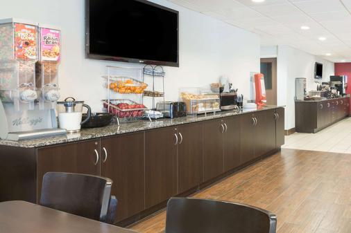 Microtel Inn & Suites by Wyndham Tuscaloosa Near University - Tuscaloosa - Buffet