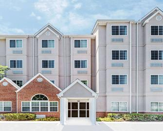 Microtel Inn & Suites by Wyndham Tuscaloosa Near University - Tuscaloosa - Building