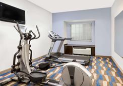 Microtel Inn & Suites by Wyndham Tuscaloosa Near University - Tuscaloosa - Gym