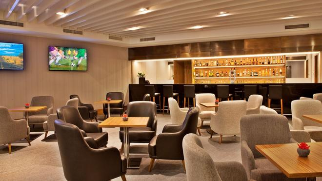 Ramada by Wyndham Lisbon - Lisbon - Bar