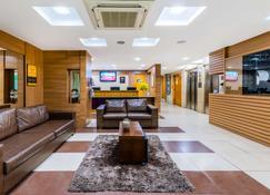 Comfort Hotel Campos dos Goytacazes - Кампос - Лобби