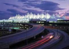 Crowne Plaza Denver Airport Convention Ctr, An IHG Hotel - Denver - Building