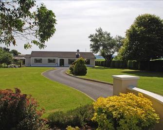 Cradog Farmhouse Bed & Breakfast - Urlingford - Outdoors view
