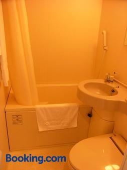 Hotel Route-Inn Kumamoto Ozu Ekimae - Ōzu - Bathroom