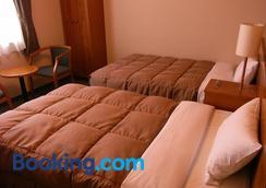 Hotel Route-Inn Kumamoto Ozu Ekimae - Ōzu - Bedroom