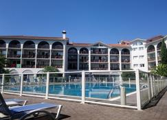 Hotel Residence Anglet Biarritz - Parme - Anglet - Zwembad