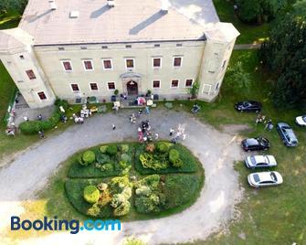 Zamek Dobroszyce - Dobroszyce - Building