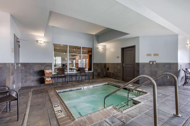 Comfort Suites Jackson I-40 - Jackson - Pool
