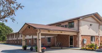 Super 8 by Wyndham Lewiston Auburn Area - Lewiston - Edificio