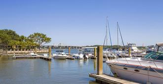 Super 8 by Wyndham Port Royal/Beaufort - Port Royal - Outdoors view