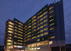 Whiz Prime Hotel Megamas Manado - Manado - Gebouw
