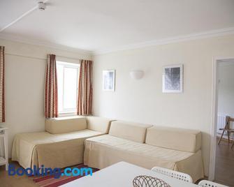 Sintra Sol - Apartamentos Turisticos - Colares - Living room