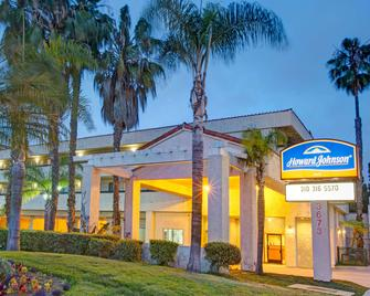 Howard Johnson by Wyndham, Torrance - Torrance - Building