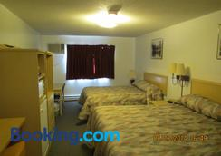 Lazy J Motel - Claresholm - Bedroom