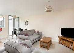 Stylish Modern 2 Bed City Centre Apartment - Gloucester - Stue