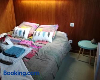 Les chalets de la forêt d'Issaux - Cette-Eygun - Bedroom