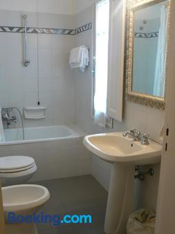 Moderno - Siena - Bathroom
