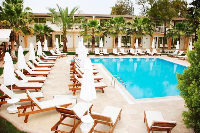 桑普里恩多安海灘飯店 - 僅限成人入住 - 錫德 - 游泳池