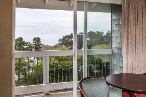 Travelodge by Wyndham Depoe Bay - Depoe Bay - Balcony