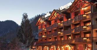 Hotel Carlina - La Clusaz - Building