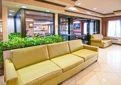 Baymont by Wyndham Hattiesburg - Hattiesburg - Lobby