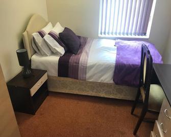 Adelaide House - Luton - Schlafzimmer