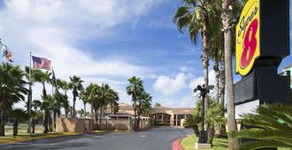 Super 8 by Wyndham South Padre Island - South Padre Island - Vista del exterior