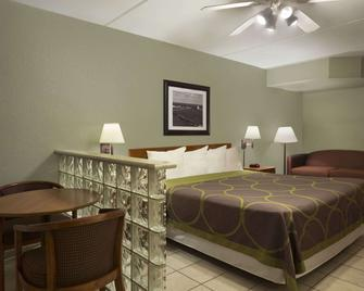 Super 8 by Wyndham South Padre Island - South Padre Island - Schlafzimmer