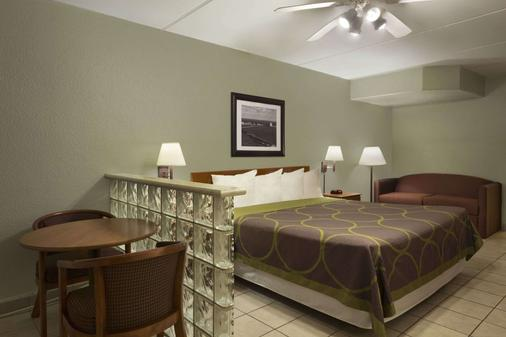 Super 8 by Wyndham South Padre Island - South Padre Island - Bedroom
