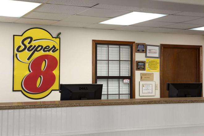 Super 8 by Wyndham South Padre Island - South Padre Island - Front desk
