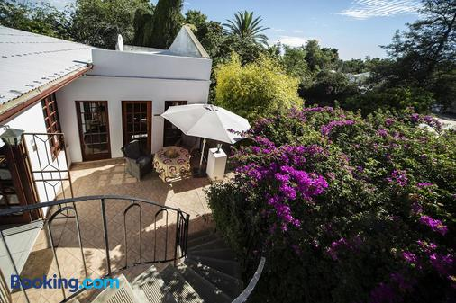 Out of Africa Guest House - Otjiwarongo - Building