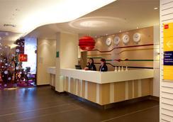 Park Inn by Radisson Kazan - Kazan - Front desk