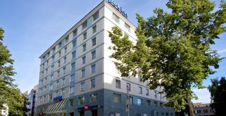 Park Inn by Radisson Kazan - Kazan - Building