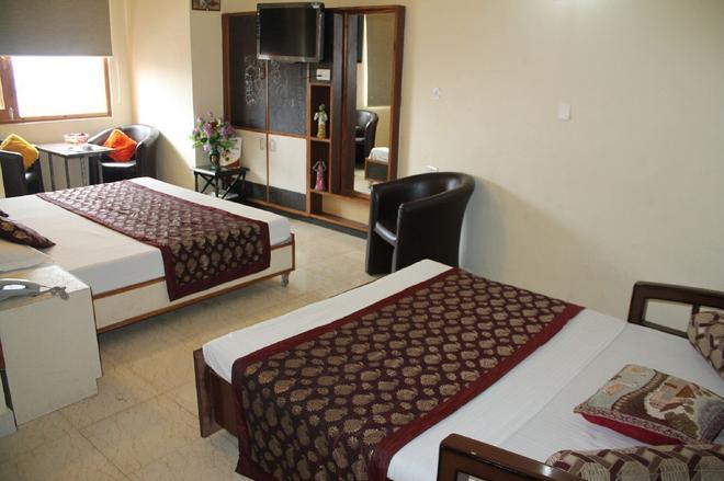Hotel Prestige - Shimla - Bedroom