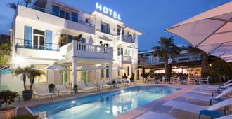 胡安海灘酒店 - 昂蒂布 - 昂蒂布 - 游泳池
