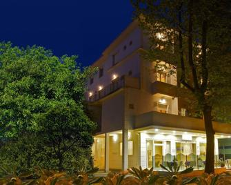 Hotel Silvie Rose - Cesenatico - Building