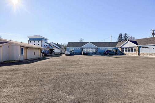 Rodeway Inn & Suites - Ithaca - Gebäude