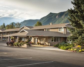 Best Western Sicamous Inn - Sicamous - Building