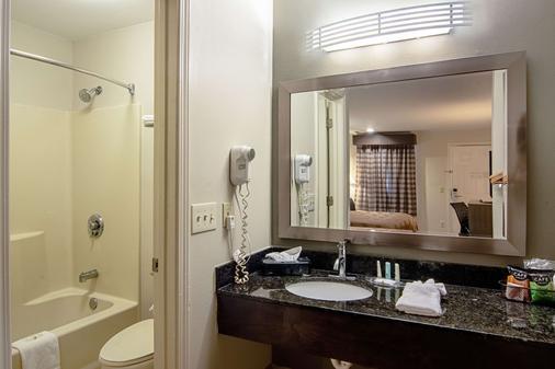 Quality Inn - La Grange - Bathroom