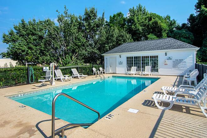 Quality Inn - La Grange - Pool