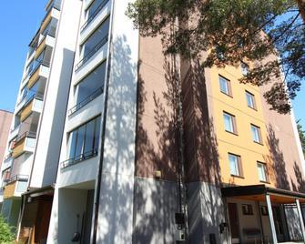 Two Bedroom Apartment In Hamina, Riekontie 8 - Гаміна - Building