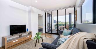 Luxury Living in the Heart of Brisbane - Brisbane - Living room