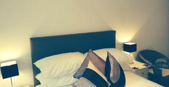 2 The Rocklands - Birkenhead - Bedroom