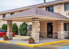 Quality Inn - Beloit - Building
