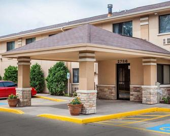 Quality Inn - Beloit - Building