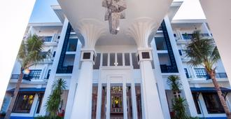 Lotus Blanc Hotel - Siem Reap - Building