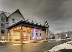 Holiday Inn Express & Suites Lincoln East - White Mountains - Lincoln - Rakennus