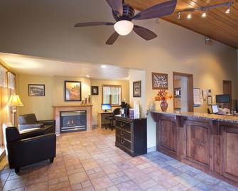 Glenwood Springs Cedar Lodge - Glenwood Springs - Front desk