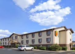 Super 8 by Wyndham Russellville - Russellville - Building